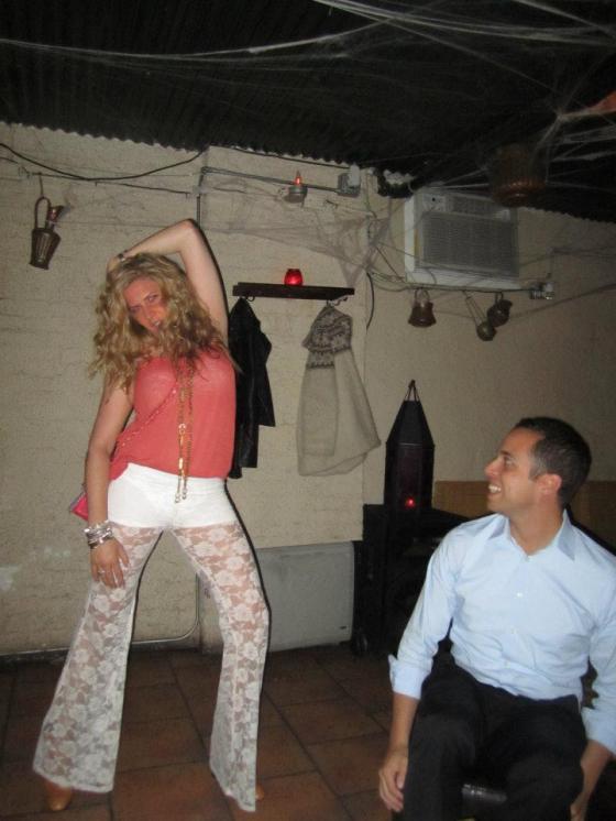 Le Caire Lounge - Michelle Joni dancing